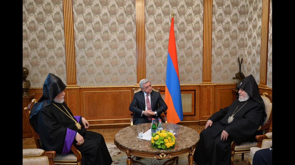 "COMMENTARIES: THE ""VELVET REVOLUTION"" AND THE ARMENIAN APOSTOLIC CHURCH. ARMENIANS DEMAND THE RESIGNATION OF KAREKIN II."